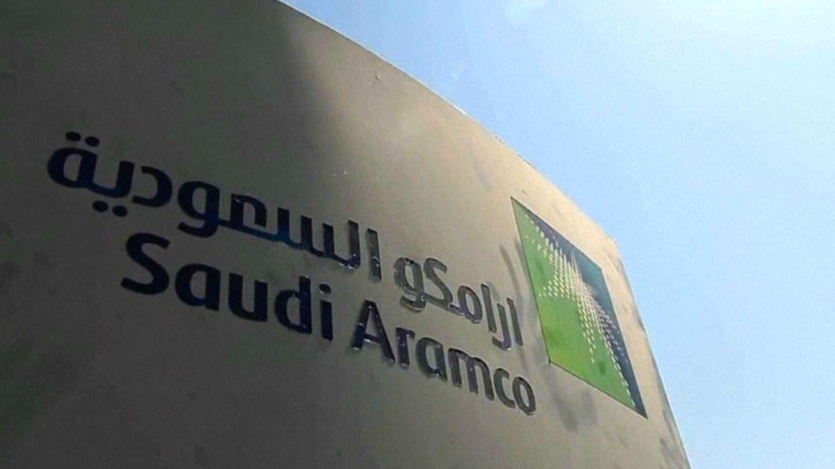 Levná ropa srazila zisk Saudi Aramco očtvrtinu