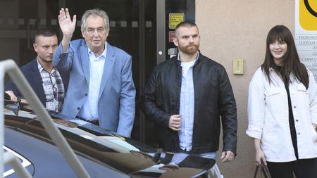 Soukromá ochranka znemožnila natáčet prezidenta Zemana. Měla ktomu důvod, tvrdínemocnice