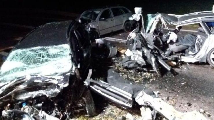 Při autonehodě na Znojemsku zemřeli čtyři lidé