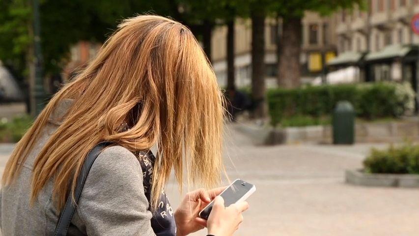 Ozval se jim mrtvý otec nebo expřítelkyně. Tisíce Američanů zaskočily opožděné SMS