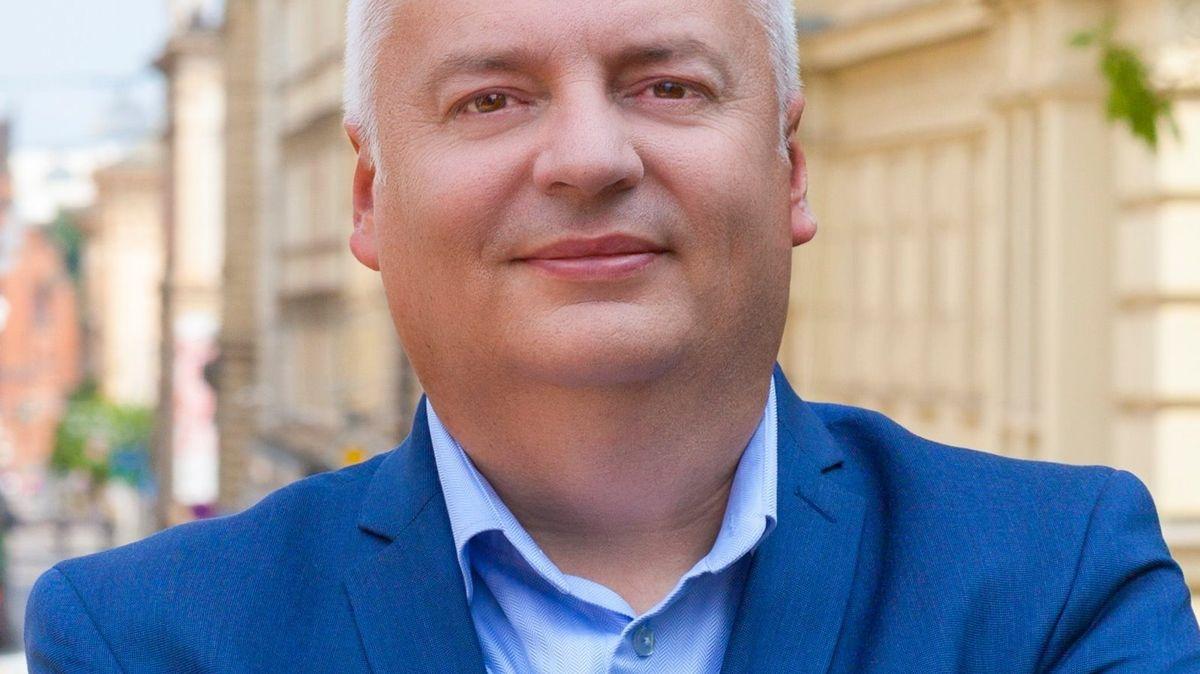 Moravská politická přestřelka. Žít Brno tvrdí, že je post tajemníka pro Pospíšila zlatá trafika