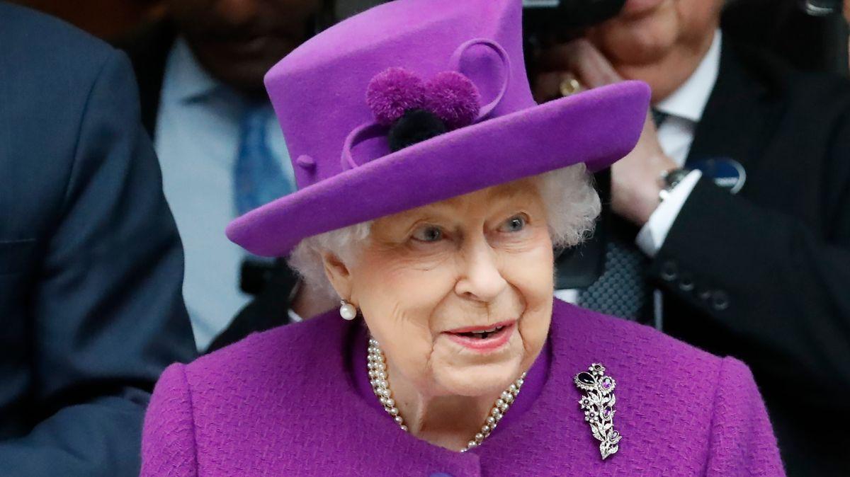 Britská královna vyzve vprojevu ksebekázni a odhodlání