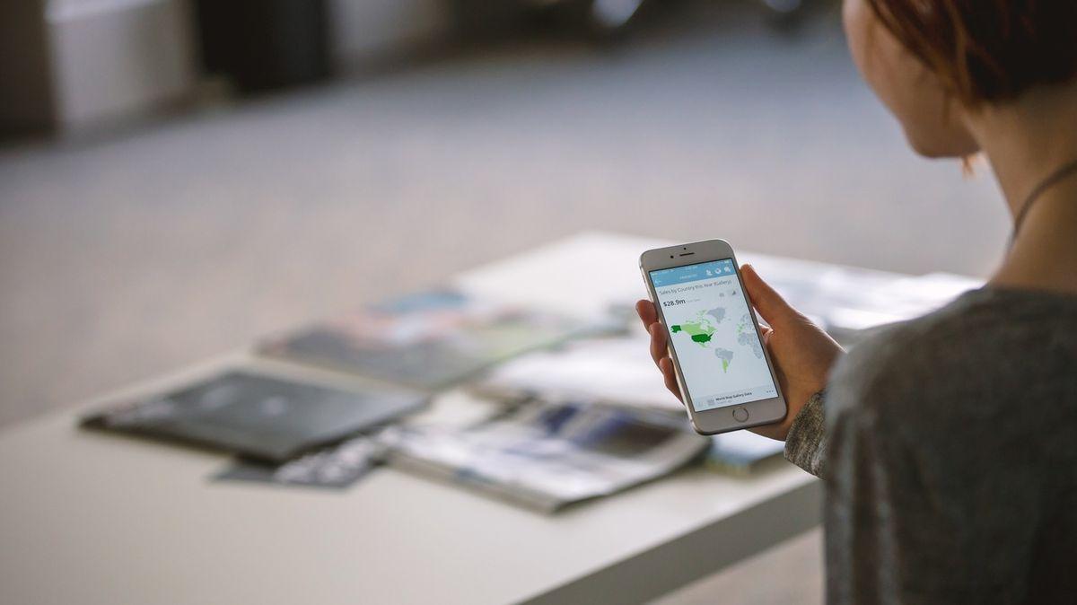 """Apple a Google přišly s """"českým nápadem"""": vytvoří aplikaci na trasování kontaktů nakažených"""