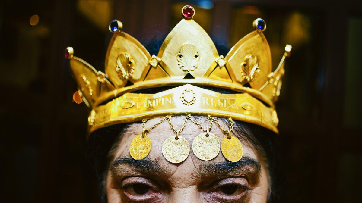 Unikátní snímky odhalují rituály dnešních bohyň, věštkyň a čarodějek