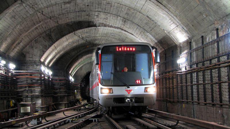 VPraze dnes kvůli výměně pražců začíná výluka metra na části linky C