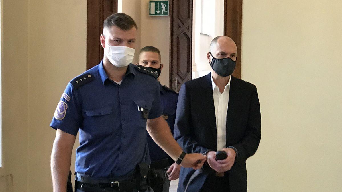 Za kulisami kauzy, která otřásla českou politikou: podsvětí líčilo na detektivy