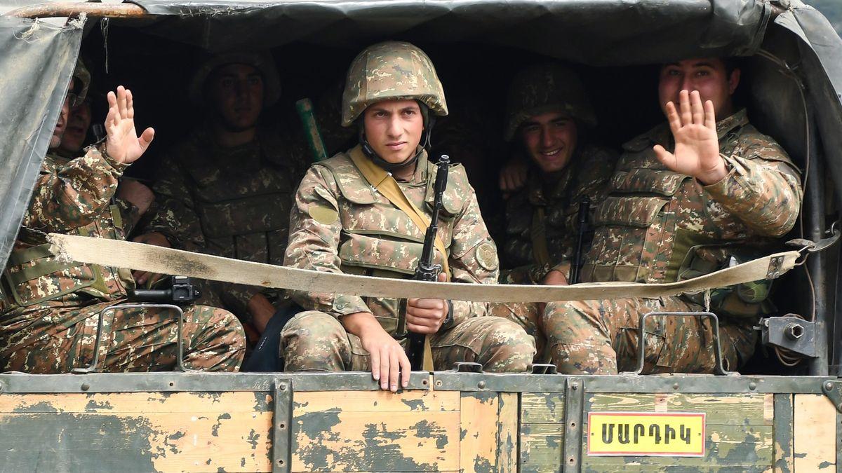 Video: VKarabachu se bojuje pátým dnem. Světoví lídři žádají klid zbraní
