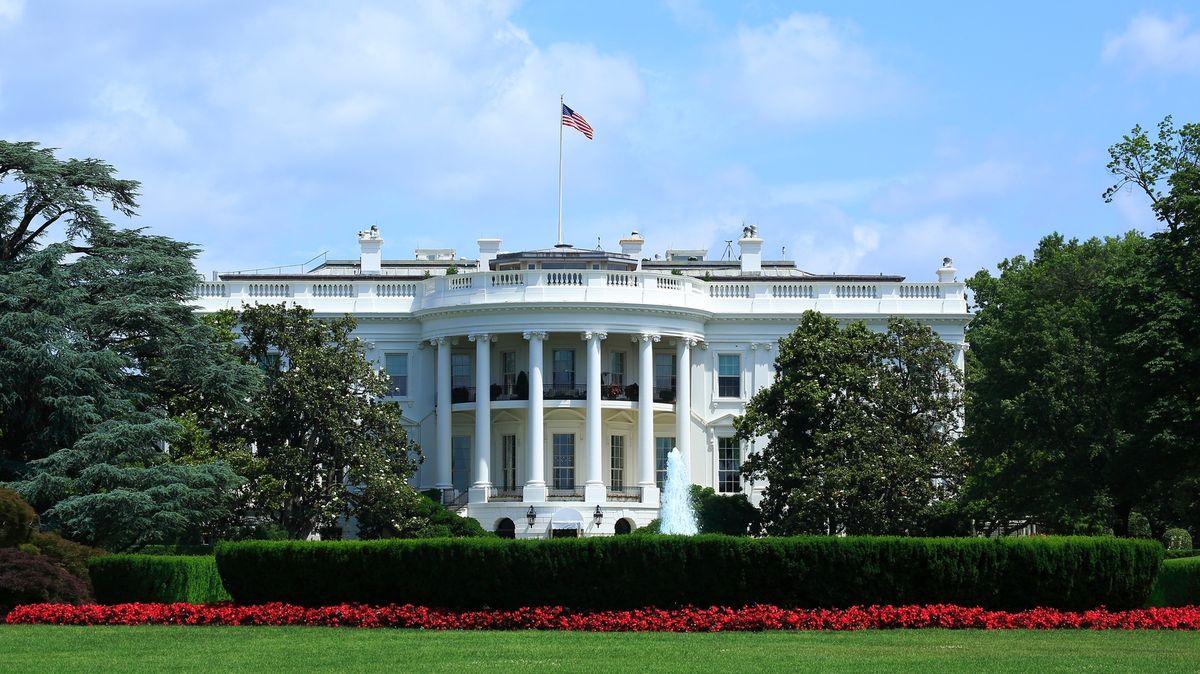 Podívejte se na seznam prezidentů USA, kdo byl ve své funkci zavražděn nebo čí podobizna je na Mount Rushmore