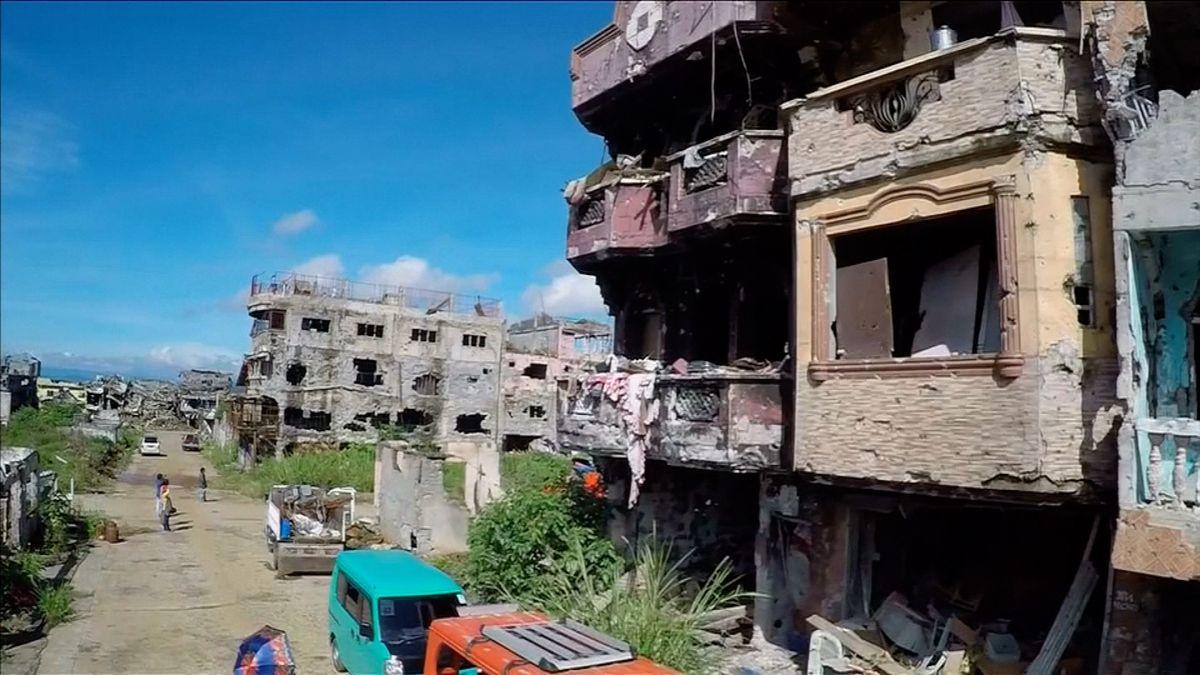 Filipínci se po válce s islamisty vrátili do svých domovů. Ze statisícového města zůstaly jen ruiny