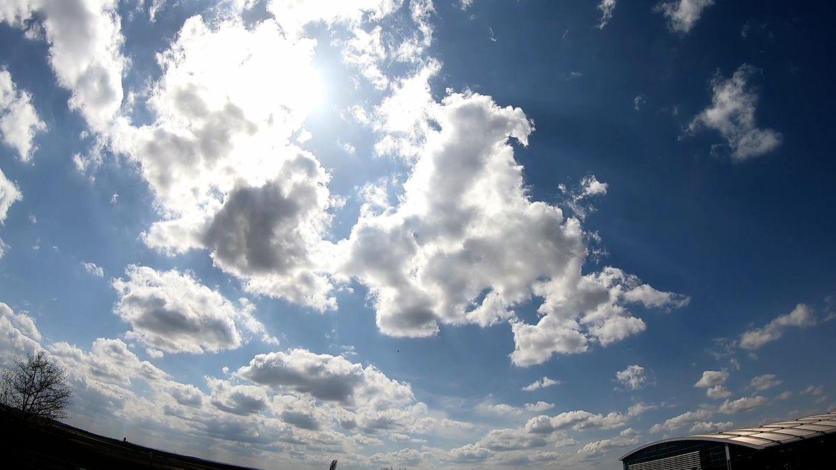 Nad Českou republikou bude i nadále svítit slunce. Teplé počasí vydrží nejméně týden