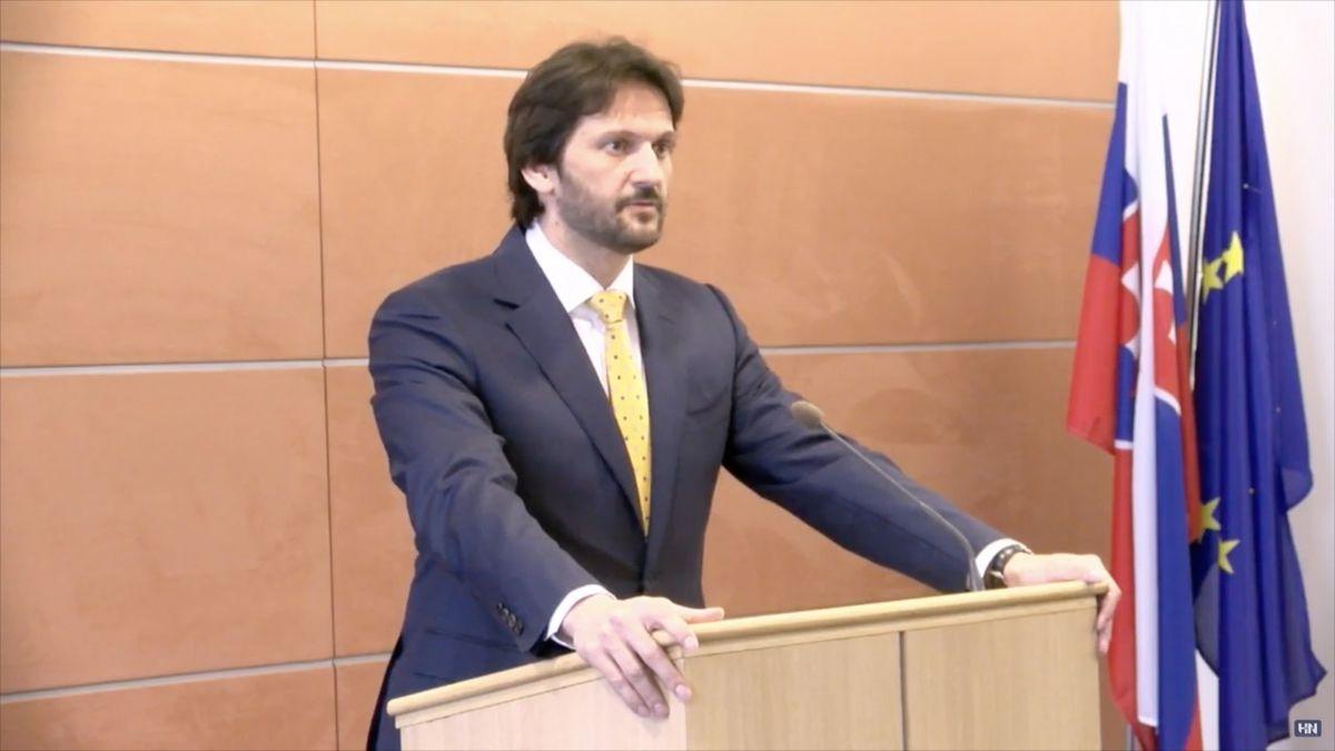 Slovenský vicepremiér a ministr vnitra Kaliňák odstoupil. Klíčové je vyšetřit vraždu, řekl