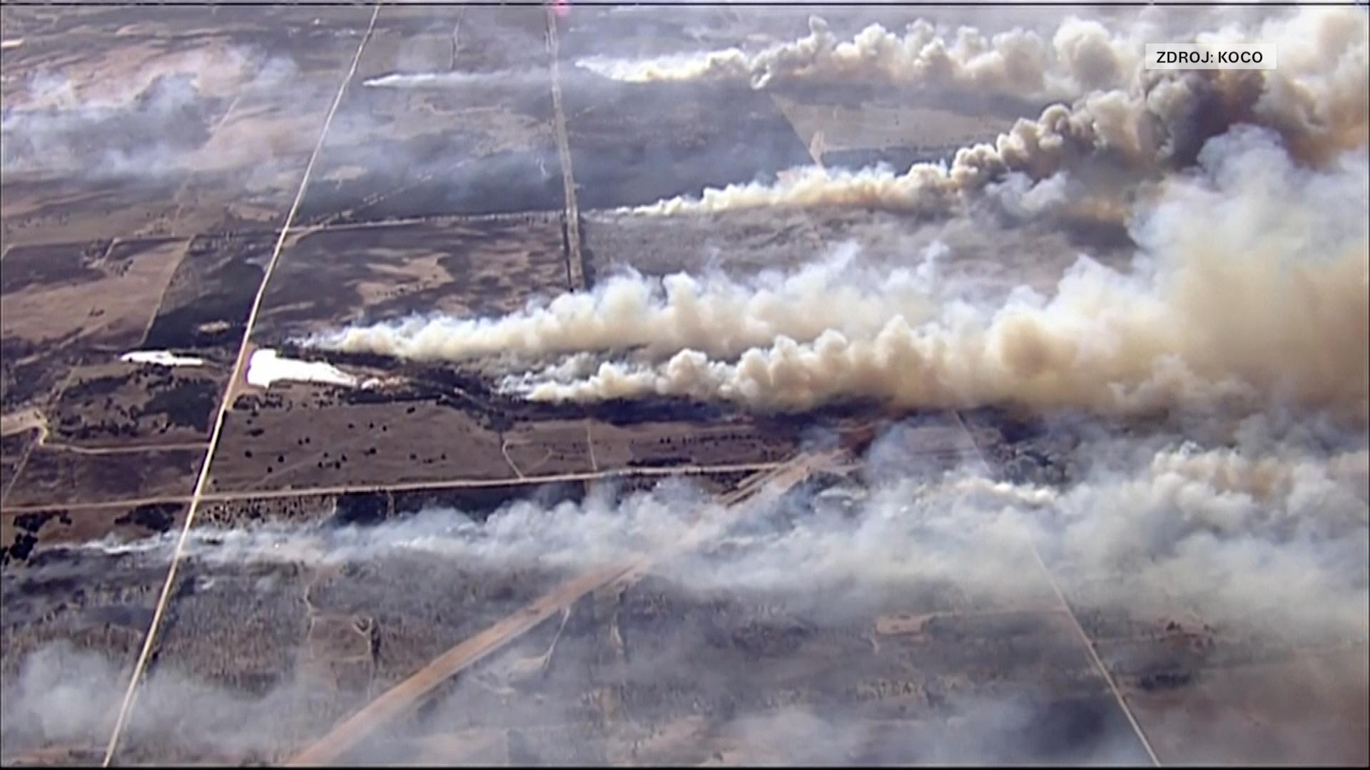 Oklahomu sužují rozsáhlé lesní požáry. Plameny se nedaří dostat pod kontrolu