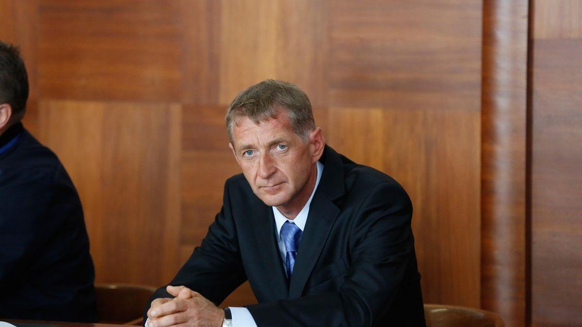 Lobbista Janoušek prý podle znalců nemůže do vězení, ohrozilo by ho to na životě