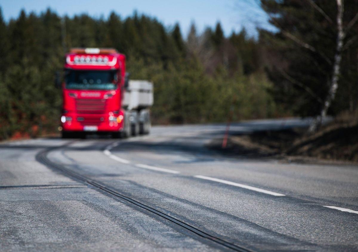 Ve Švédsku se elektromobily napájejí za jízdy. Mají tu první dobíjecí silnici na světě