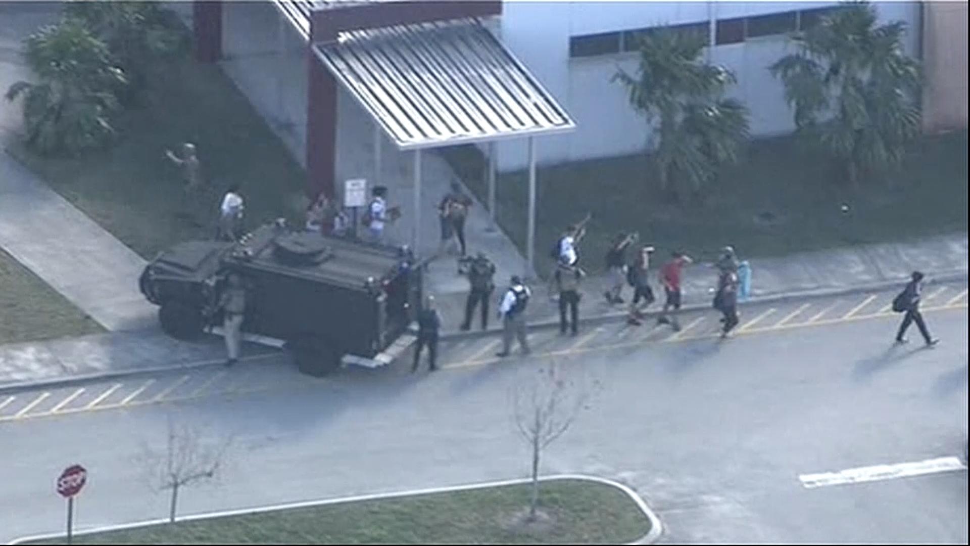 FBI přiznala pochybení. Na střelce z Floridy upozornilo několik lidí a úřad s tím nic neudělal