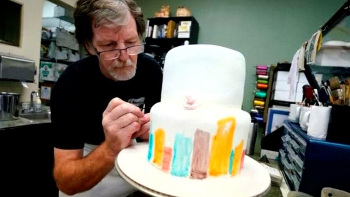 Nejvyšší soud se zastal pekaře, který odmítl upéct svatební dort gayům