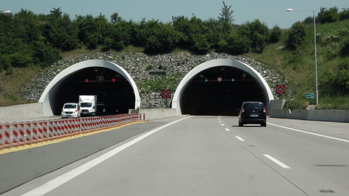 Denně tudy projede 24 tisíc aut. Teď čeká tunel na D1 oprava za sto milionů