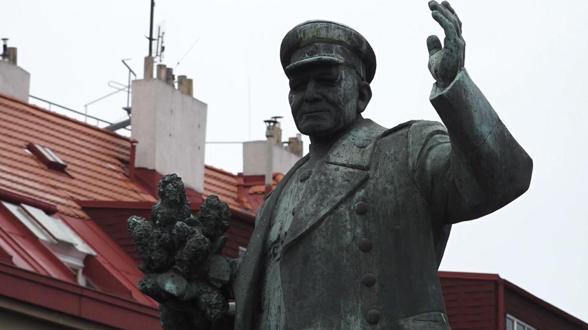 Spor osochu Koněva není ojedinělý. Rusko se pře ovýklad historie isdalšími zeměmi
