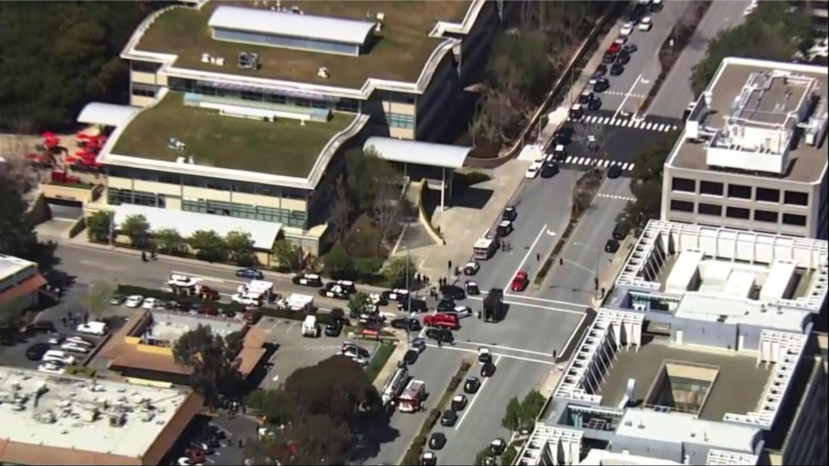 V sídle společnosti YouTube se střílelo, zemřel nejméně jeden člověk a čtyři byli zraněni