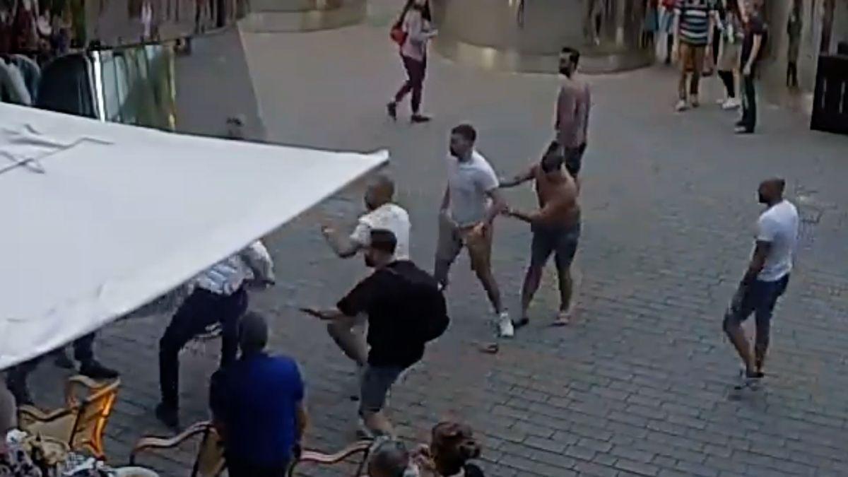 Případ Nizozemců, kteří vPraze zbili číšníka, míří ksoudu