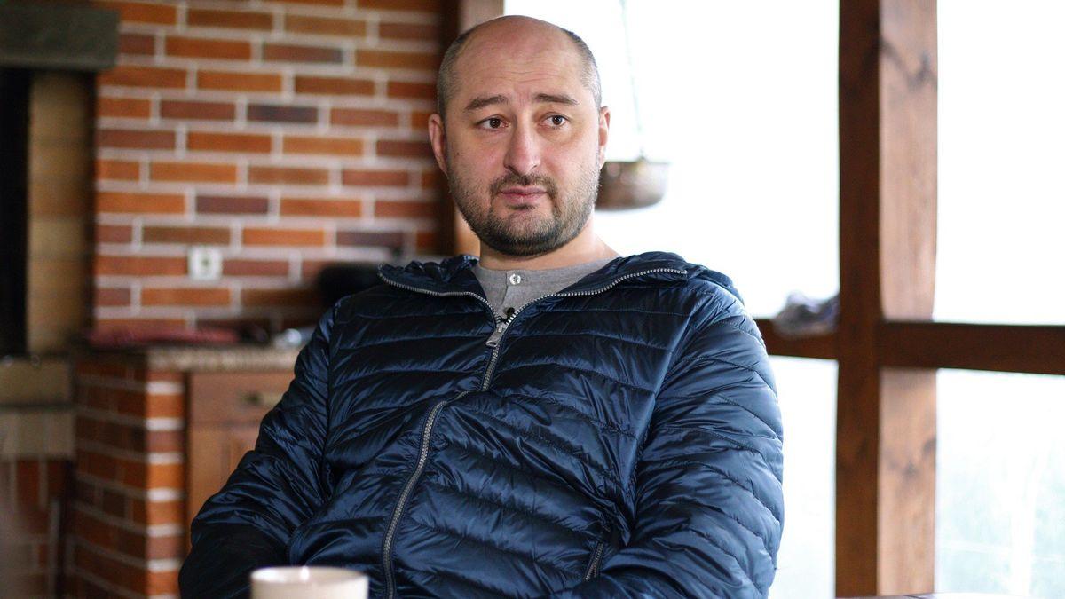 V Kyjevě zastřelili ruského opozičního novináře Babčenka, v Česku podle vnitra o pobyt nežádal