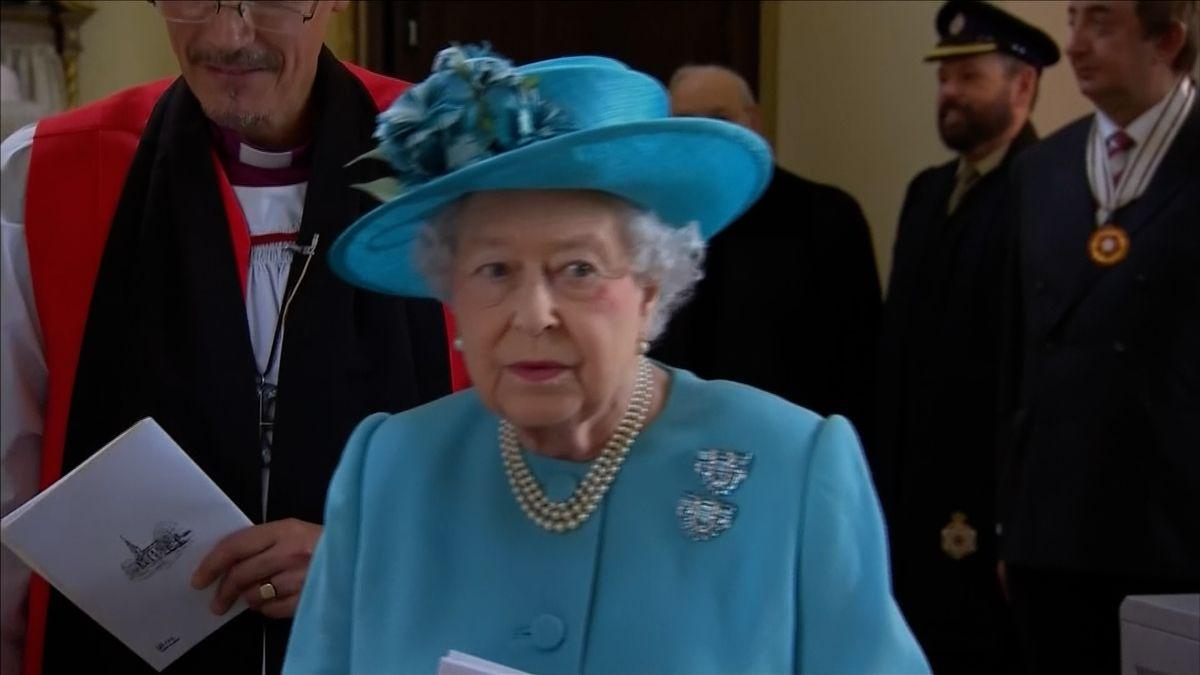 Britské královně je dnes 92 let. Své narozeniny veřejně oslaví až v červnu