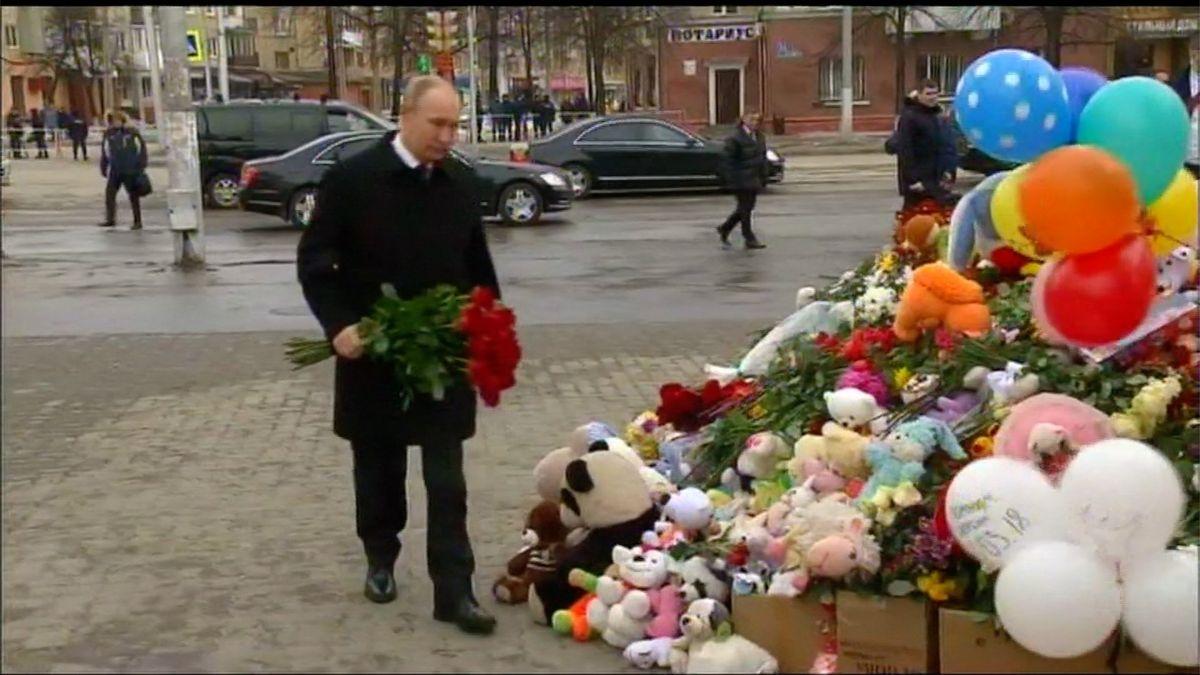 Putin neohlášeně navštívil Kemerovo, aby uctil památku obětí požáru