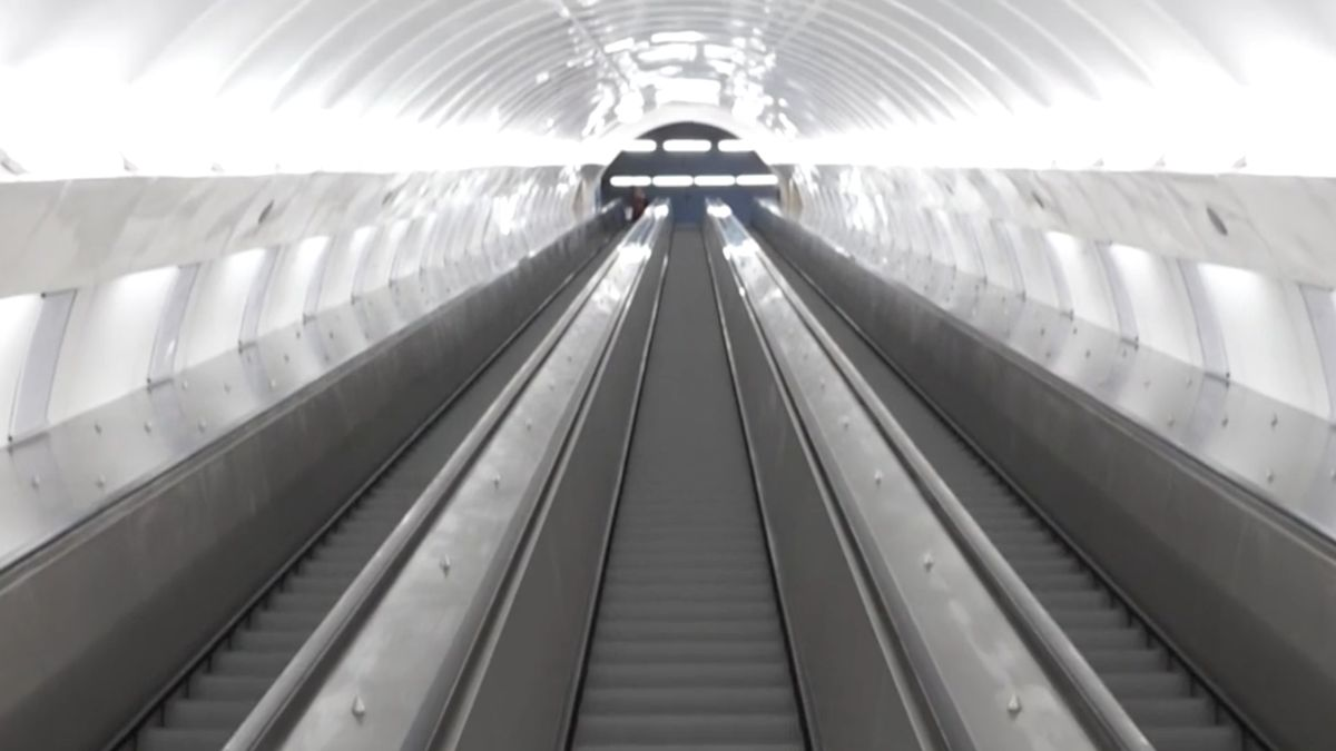 Vstup do metra na Andělu je otevřený. Podívejte, jak dopadla rekonstrukce za 225 milionů