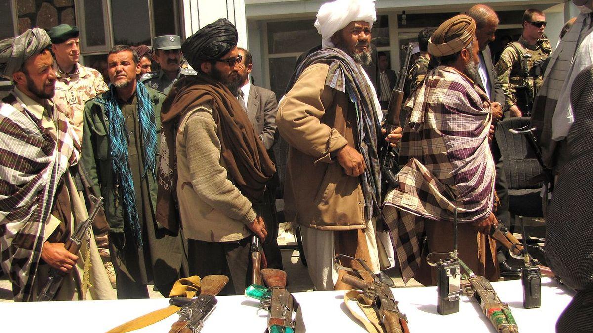Ozbrojenci Tálibánu zajali při útoku na severu Afghánistánu nejméně 100 lidí