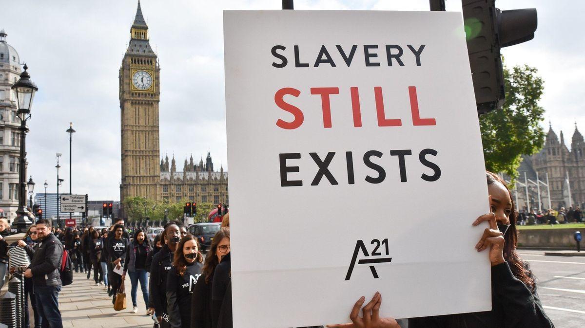 Moderní otroctví se týká více než 40 milionů lidí. Na prvním místě je Severní Korea, vyskytuje se i v USA