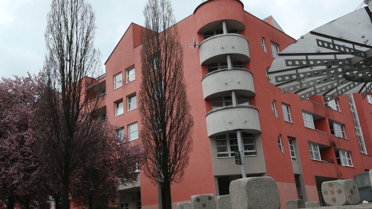 Koupila městský byt za 891tisíc, prodala za čtyřnásobek. Žalobkyni prověří kolegové ifinanční úřad
