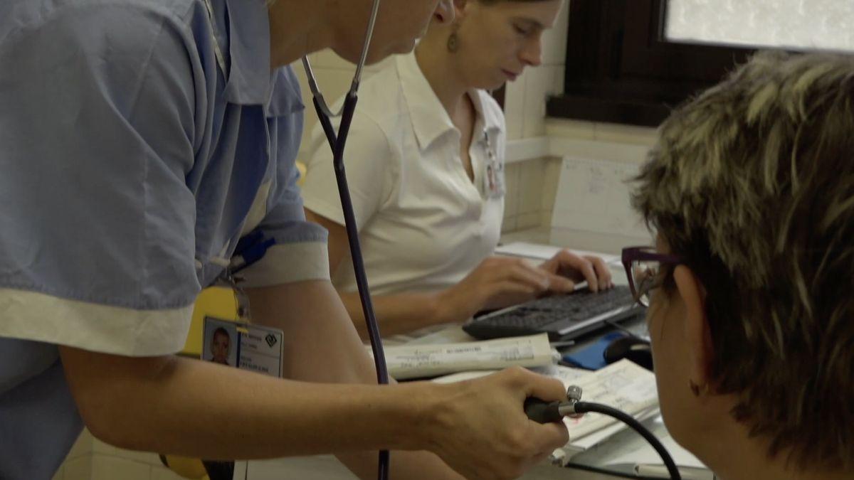 Zdravotní odbory vyhlásí stávkovou pohotovost za vyšší platy