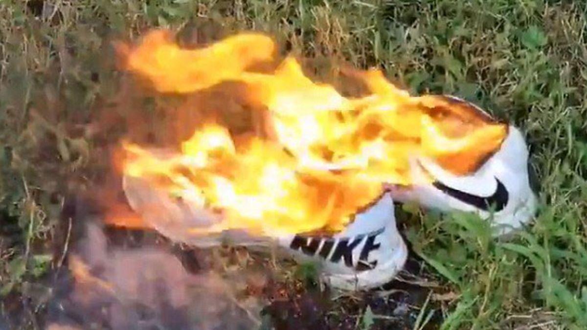 Američané po nové kampani pálí boty značky Nike. Rasismus, nebo patriotismus?