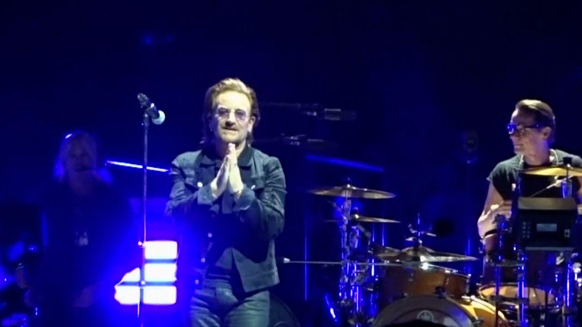 Fanoušci kapely U2 si mohou oddechnout. Frontman Bono našel svůj ztracený hlas