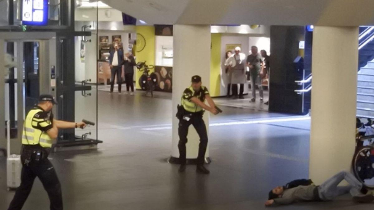 Na nádraží v Amsterodamu útočil Afghánec žijící v Německu, pobodal dva Američany