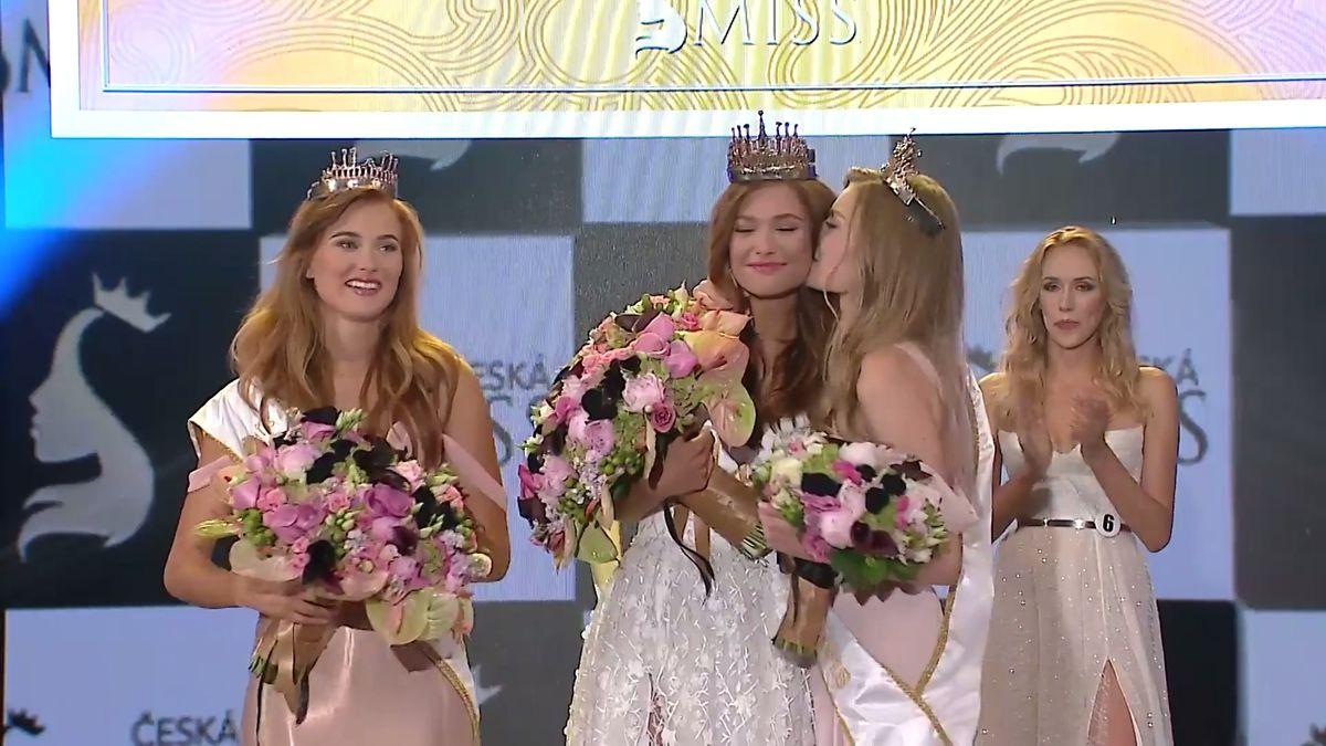 Vítězky České Miss jsou vybrány. Jak vypadalo zákulisí finálového večera?