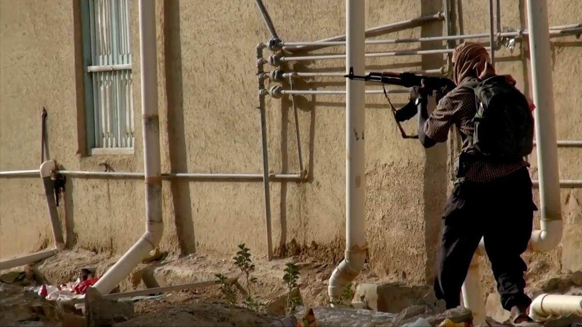 Koalice vedená Saúdskou Arábií najímá bojovníky al-Káidy
