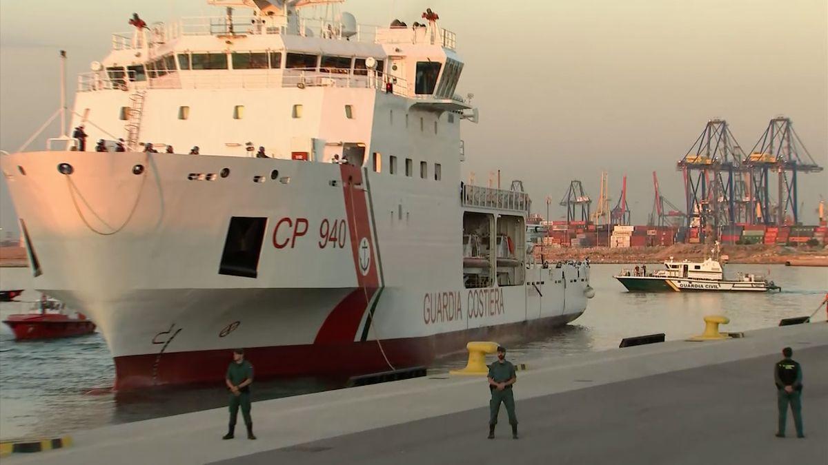Do Valencie připluli první běženci z lodi Aquarius, Merkelová chystá minisummit k migraci