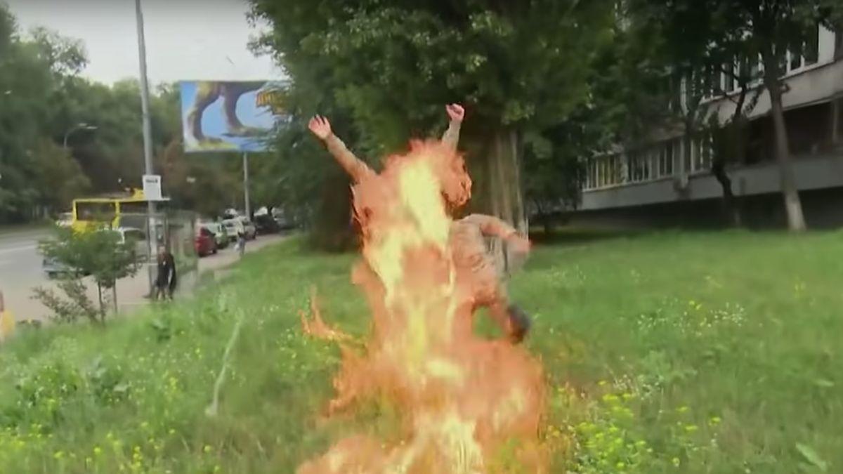 V Kyjevě se zapálil dobrovolný voják, který bojoval v Donbasu