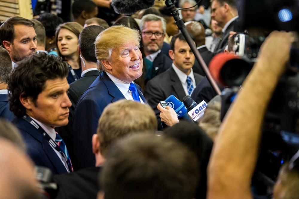 Téměř 350 médií se postavilo proti Trumpovi. Tisk není nepřítel, píší v úvodnících
