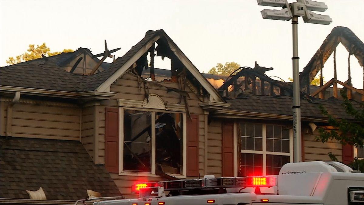 Na dům v americké Virginii se zřítil vrtulník. Nejméně jedna osoba zahynula