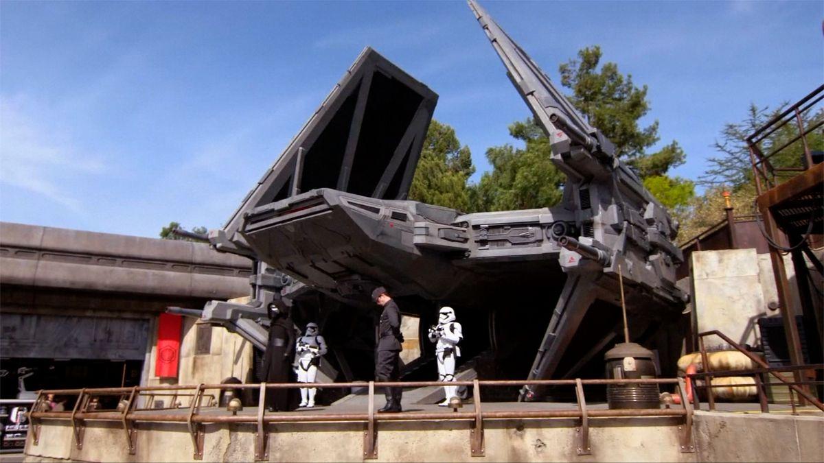 Disneyland otevře novou atrakci podle Star Wars za miliardu dolarů. První lístky jsou vyprodané