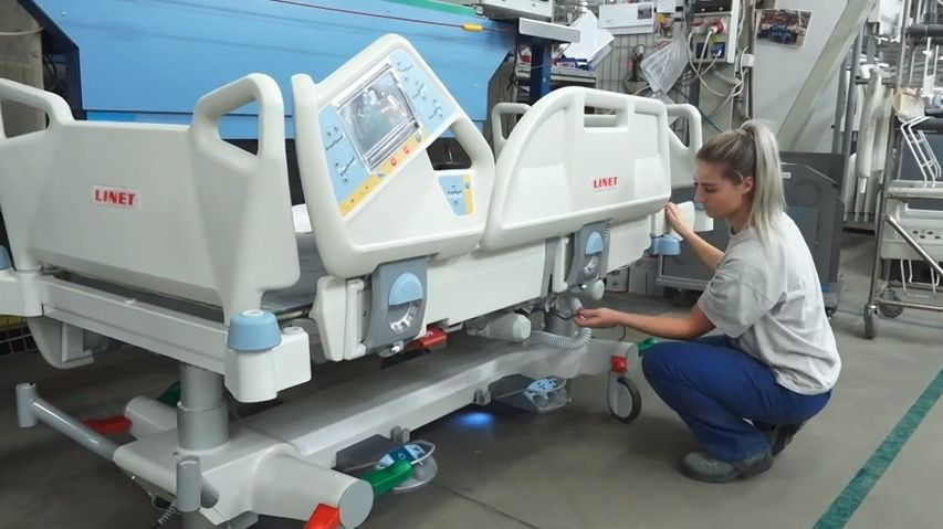 Budeme se snažit onemožné, říká výrobce nemocničních lůžek
