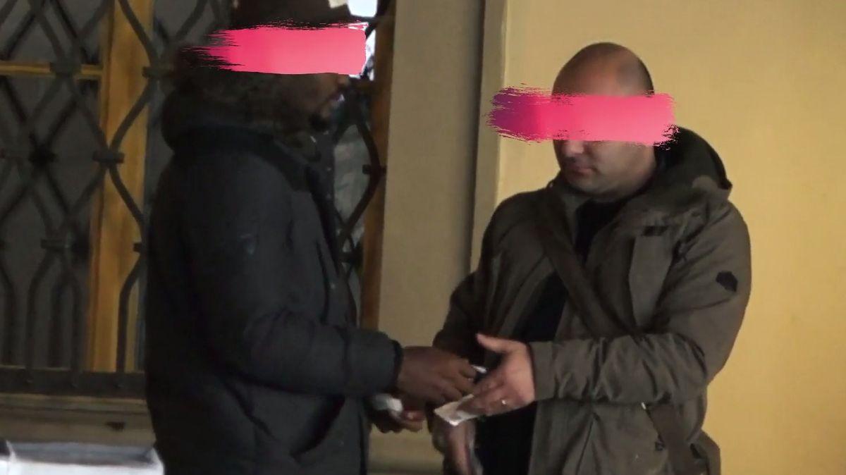 Černota: Jak funguje prodej drog přímo v centru Prahy