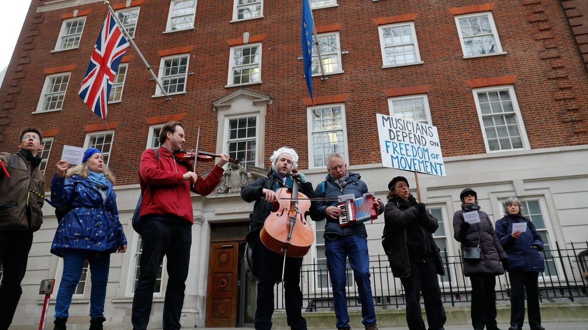 Britští hudebníci po brexitu vEU ztratili práci. Pak přišla pandemie