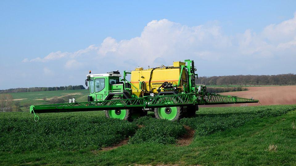 Stát od ledna zakáže plošné využívání herbicidu glyfosát