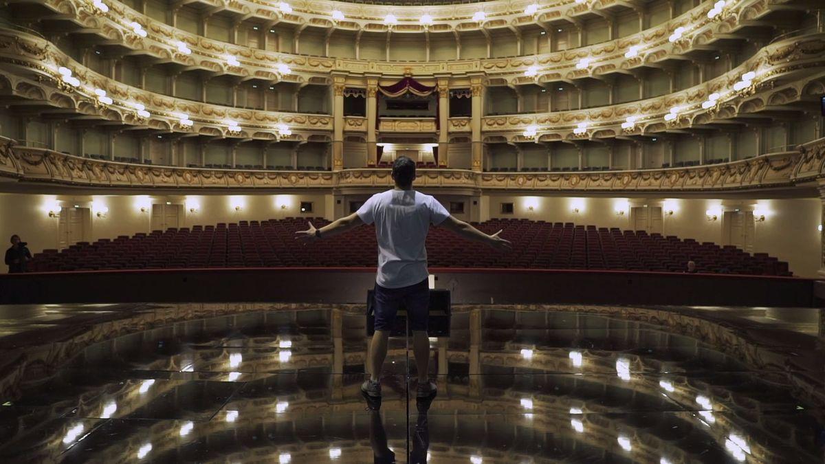 #ZDAVUVEN: Z prvního představení vSemperoper mladého českého operního pěvce vypískali. Němci nerozdýchali znásilnění na scéně