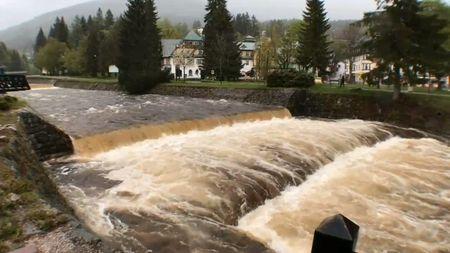 Silný déšť vydrží do čtvrtka, na Moravě už voda zatopiladomy