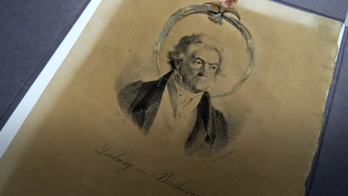 Kolik stojí Beethovenova kadeř? Aukční síň Sotheby'sji dala do aukce