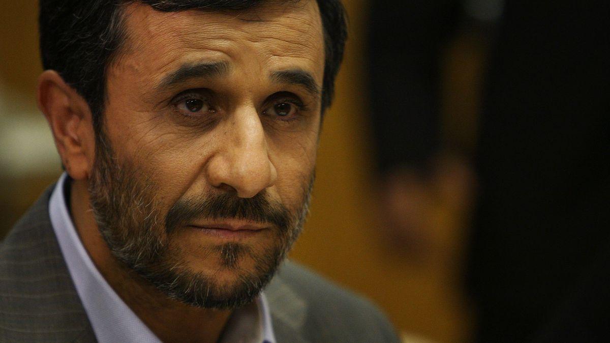 """Vládl Íránu, jeho kritici umírali a policie byla brutální. """"Ničeho nelituji."""""""